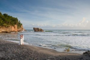 wedding couple at balenbouche beach